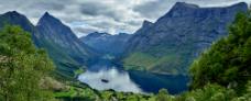 Hjørundfjorden Hurtigruten - Travelnorth - Ruby Rejser